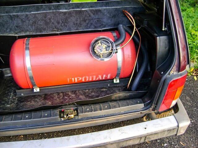 Газовый балон в багажнике
